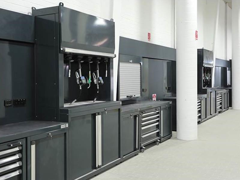 Arredamento per officina la praticit dei sistemi modulari for Arredamento per officina