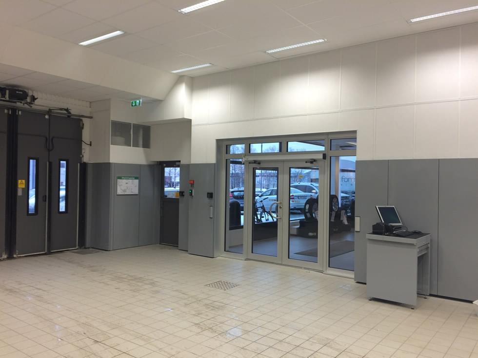 Nuovi arredi e spazi rinnovati per officina meccanica - Muebles para garaje ...