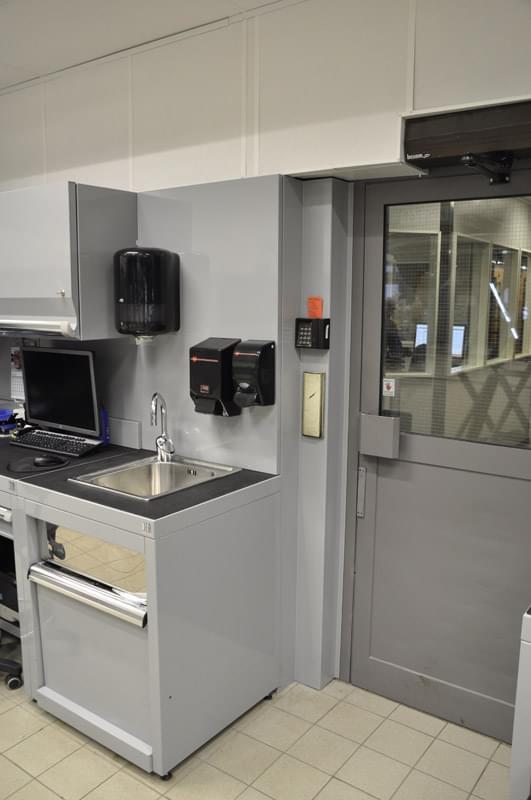 Nuovi arredi e spazi rinnovati per officina meccanica for Arredi e arredi