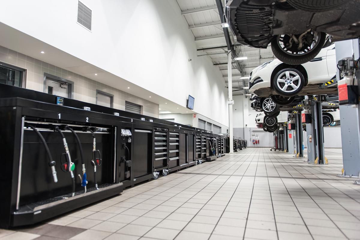 Le officine meccaniche mercedes scelgono dea for Arredamento per officina
