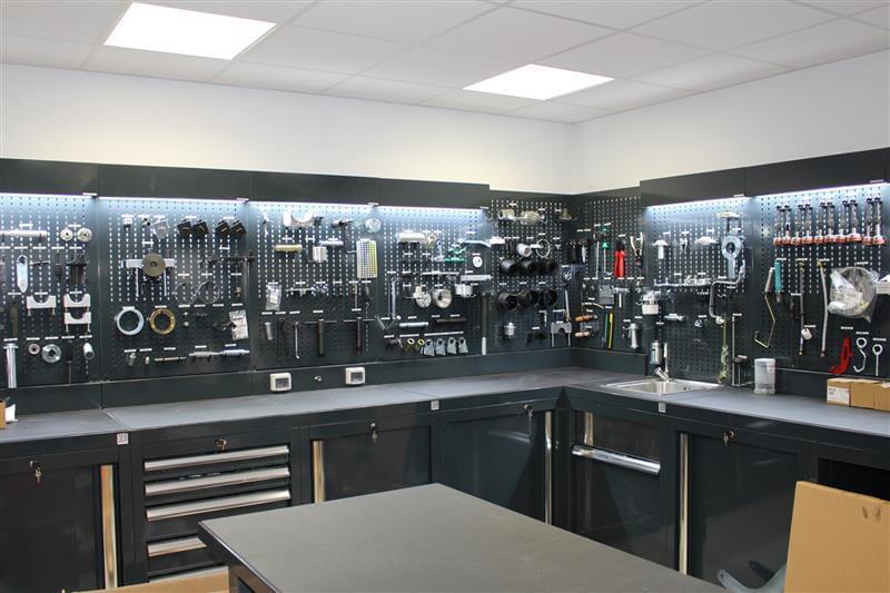 Arredamento officina meccanica for Arredamento officina meccanica