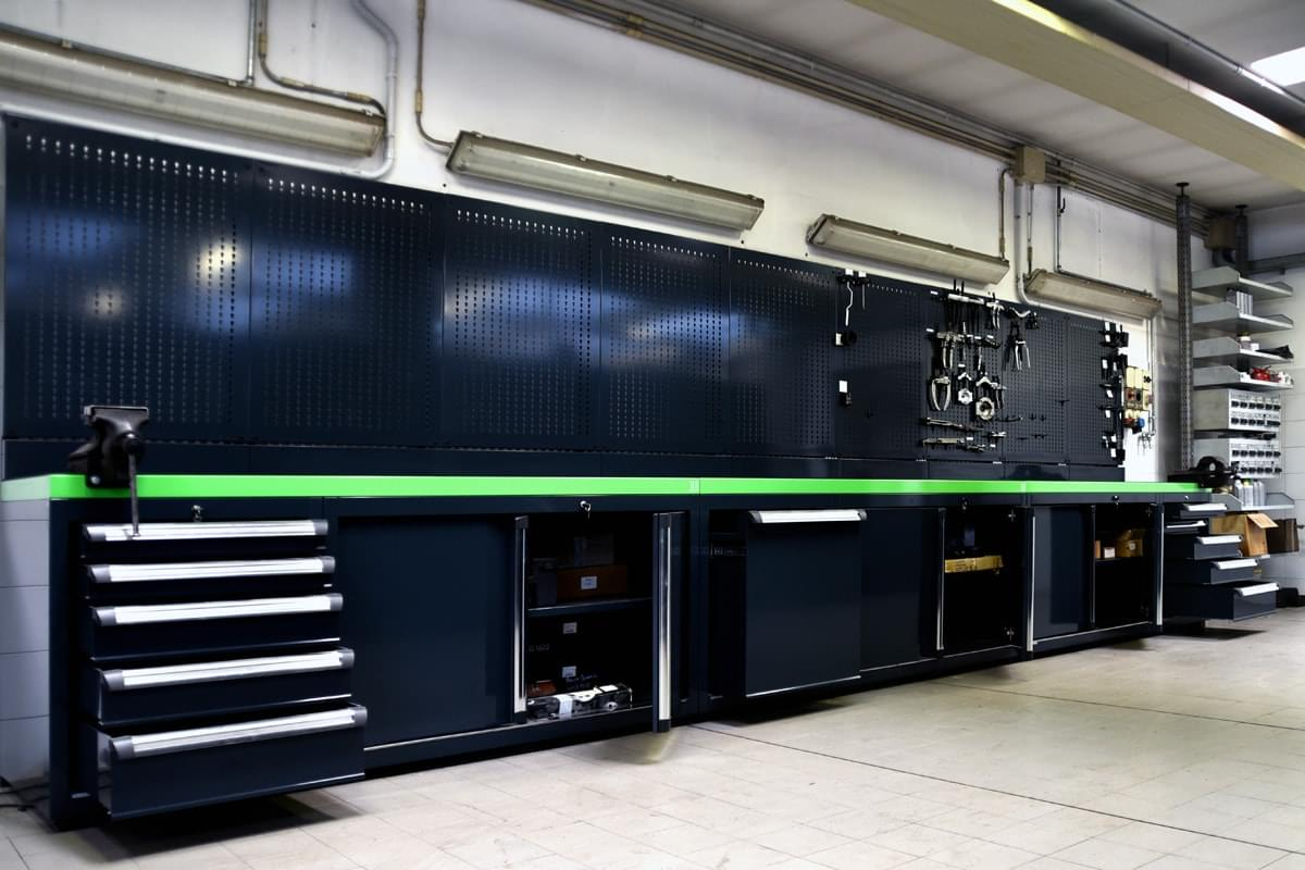 Banco Di Lavoro Meccanico : Un banco da lavoro personalizzato migliora la tua immagine